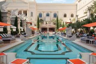 Venus Pool Lounge